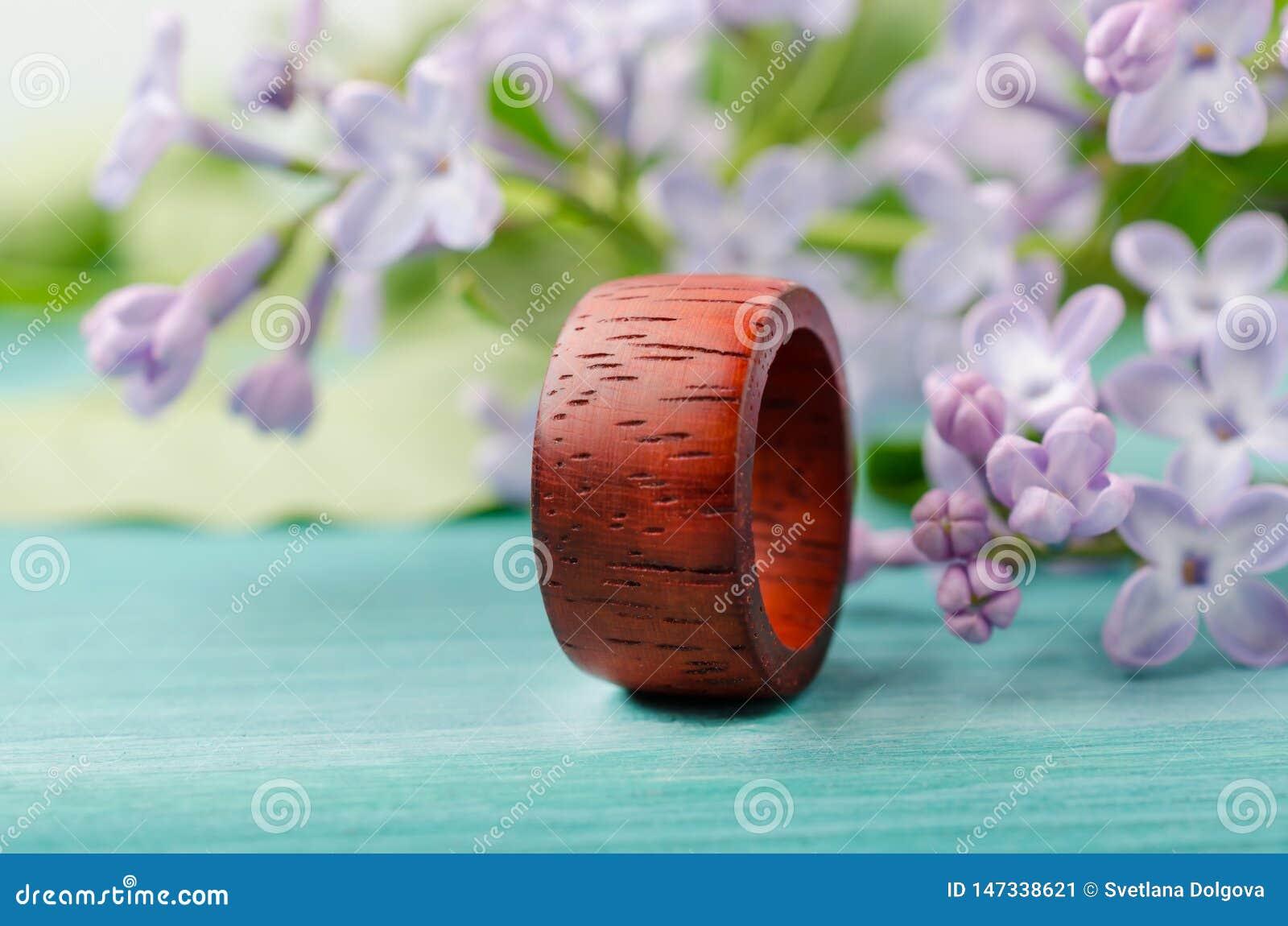 Anneau unisexe fait main de bois rouge de padauk