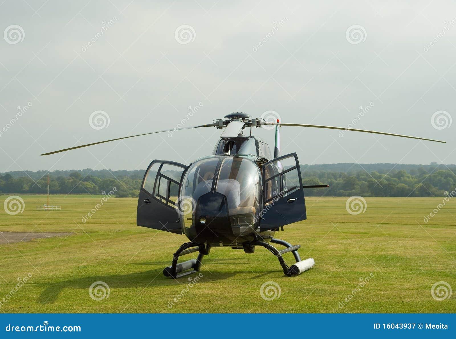 Elicottero Piccolo : Annerisca l elicottero ec immagine stock di
