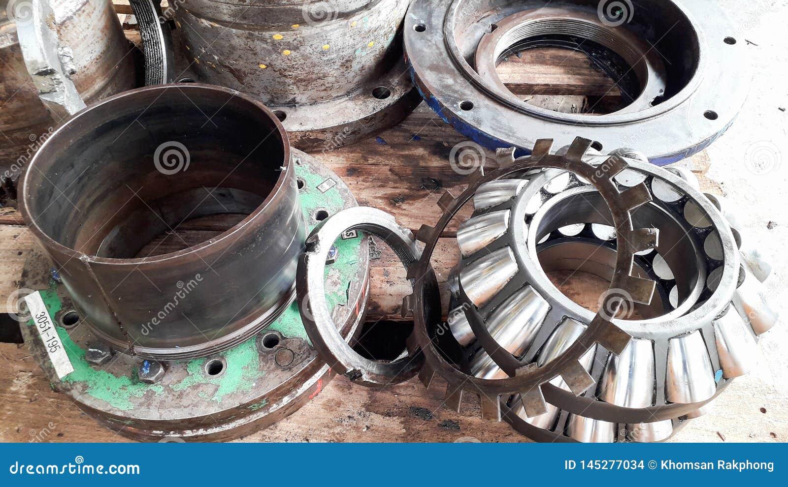 Annullera det stora kugghjulet för genomgång och den mekaniska delen