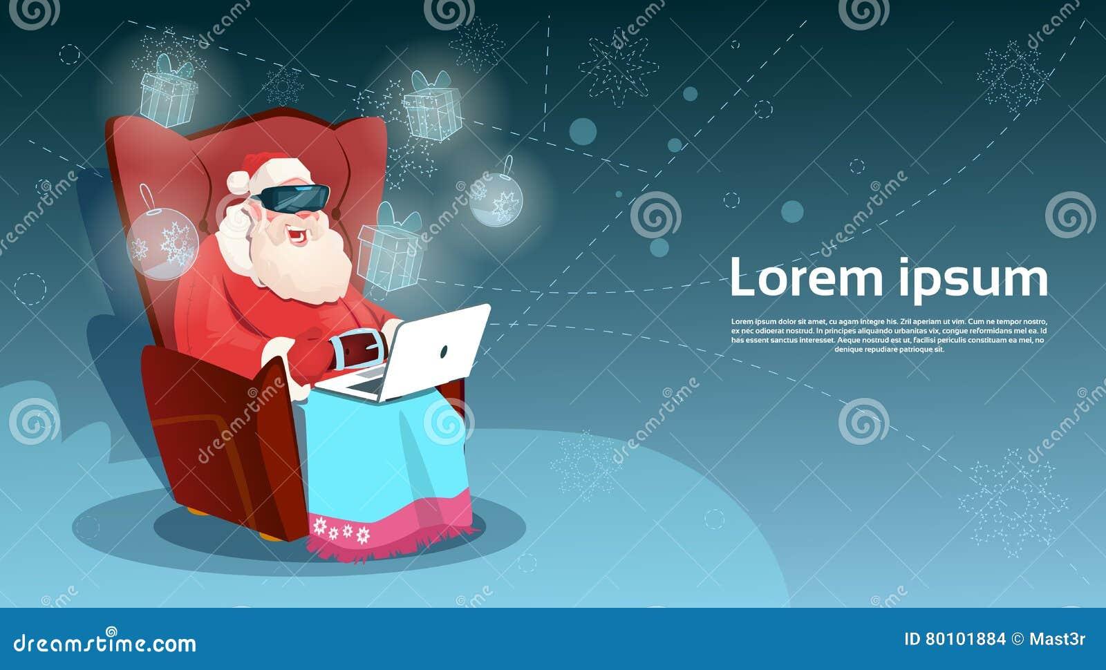 Ano novo feliz de Sit Using Laptop Merry Christmas da realidade de Santa Claus Wear Digital Glasses Virtual