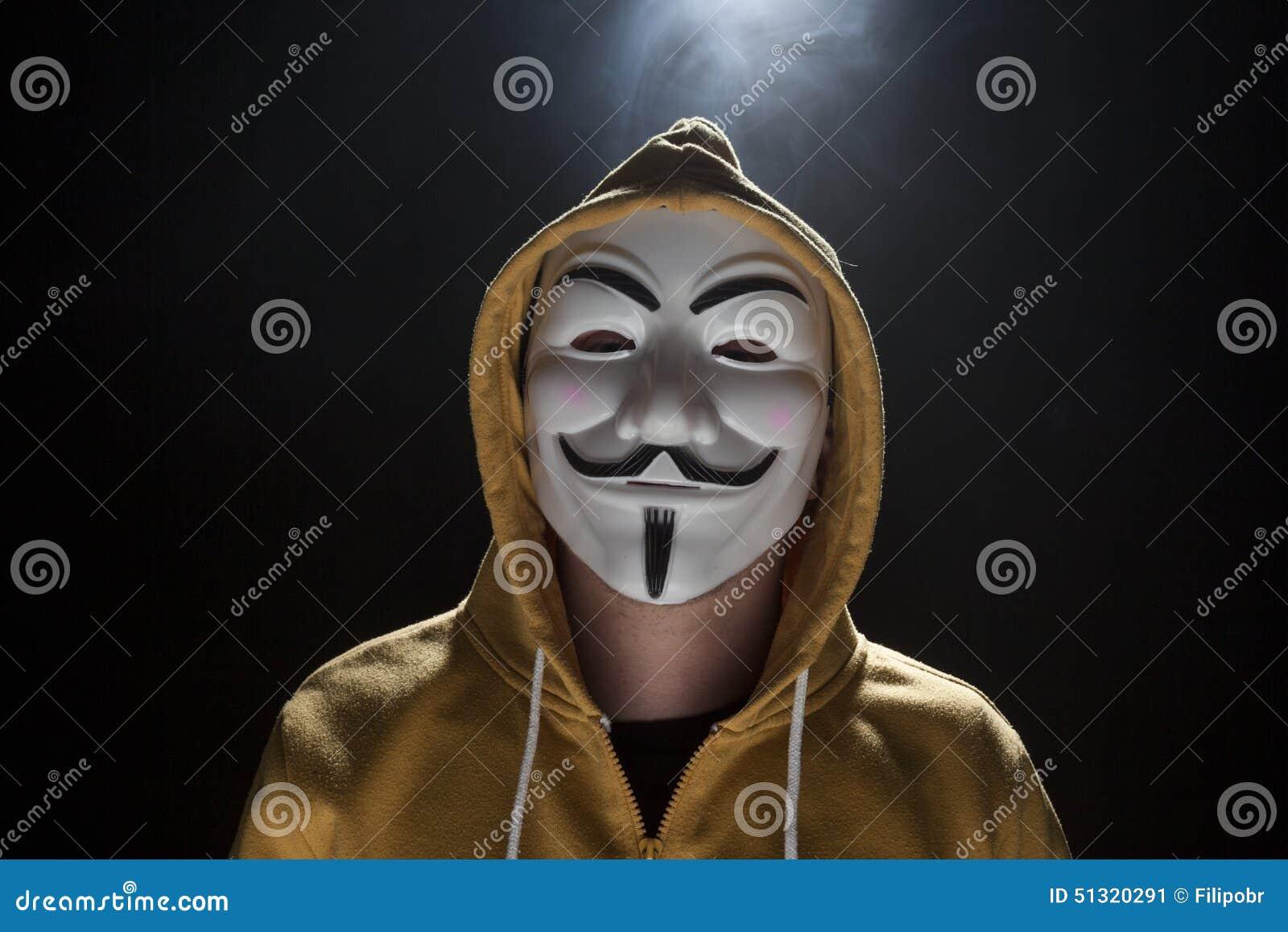Les masques pour la personne à de larges époques