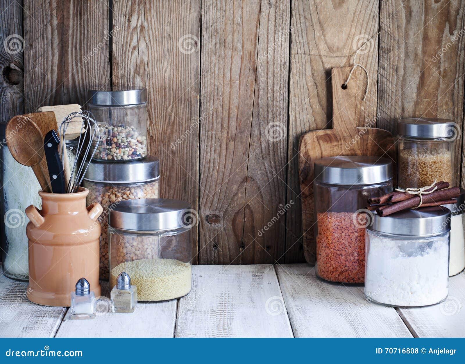 Anordnung Fur Trockene Nahrungsmittel Und Kuchengerate Stockfoto Bild Von Trockene Anordnung 70716808