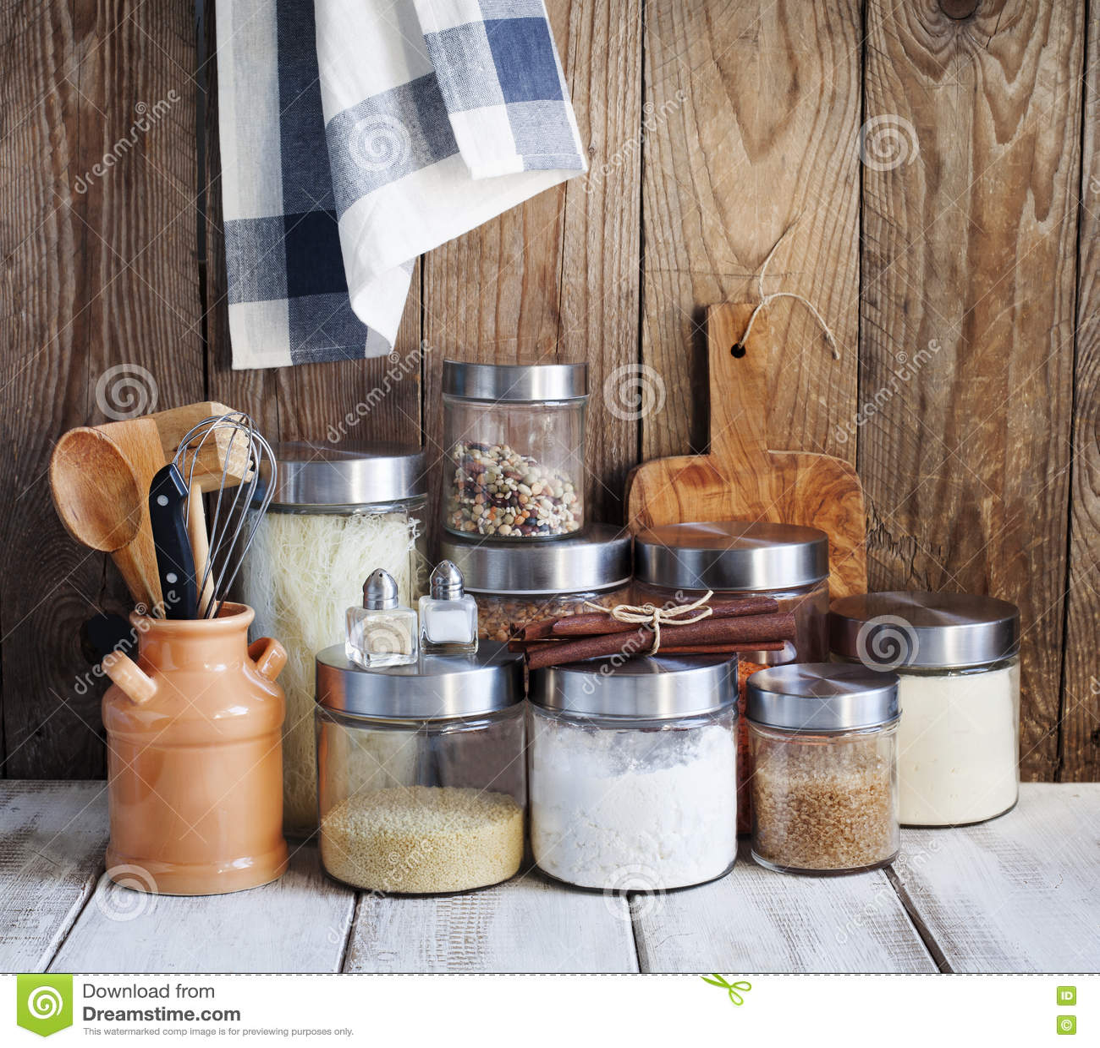 Anordnung Fur Trockene Nahrungsmittel Und Kuchengerate Stockbild Bild Von Anordnung Trockene 70716831