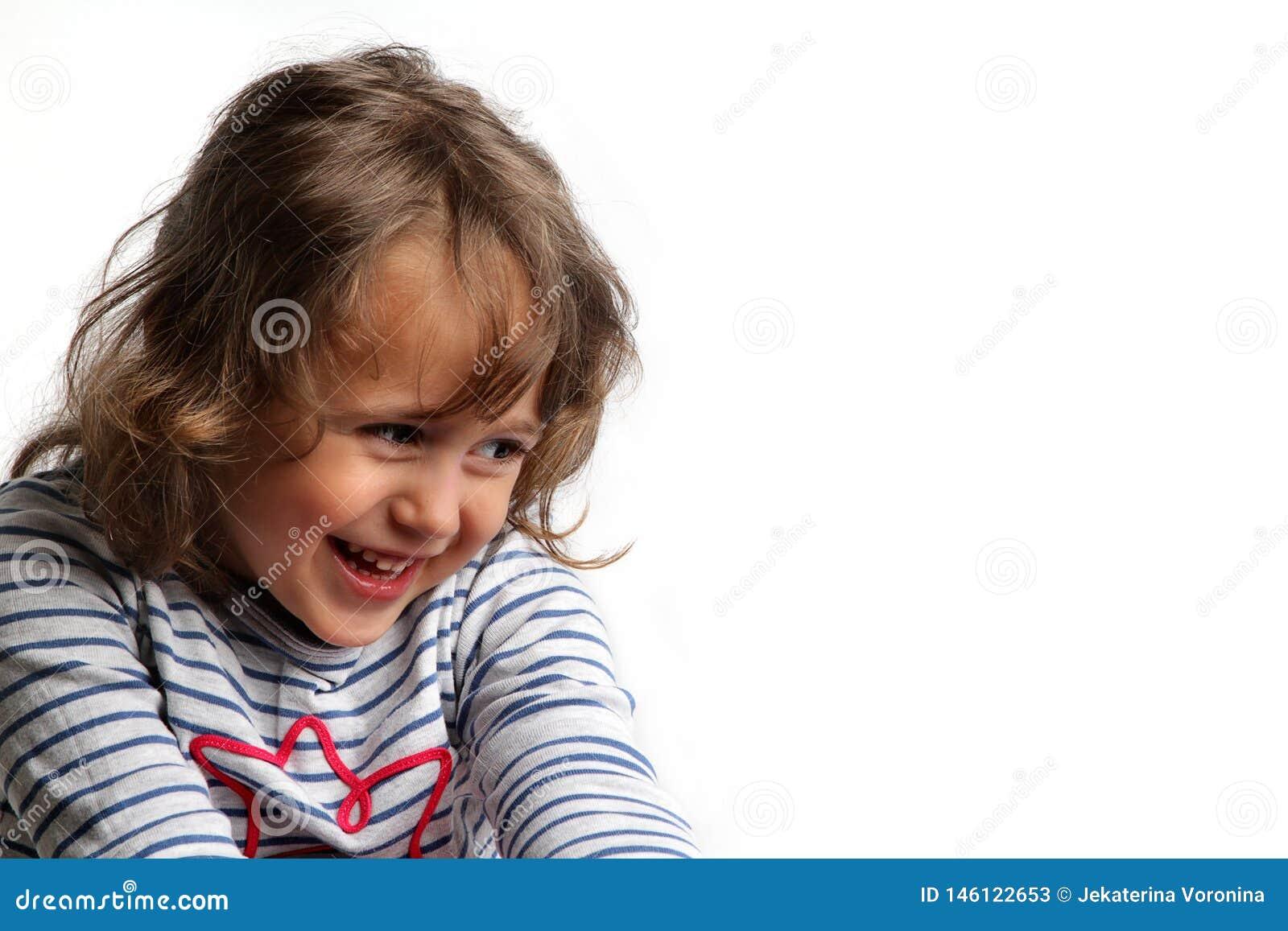 3-4 anos de sorriso da menina
