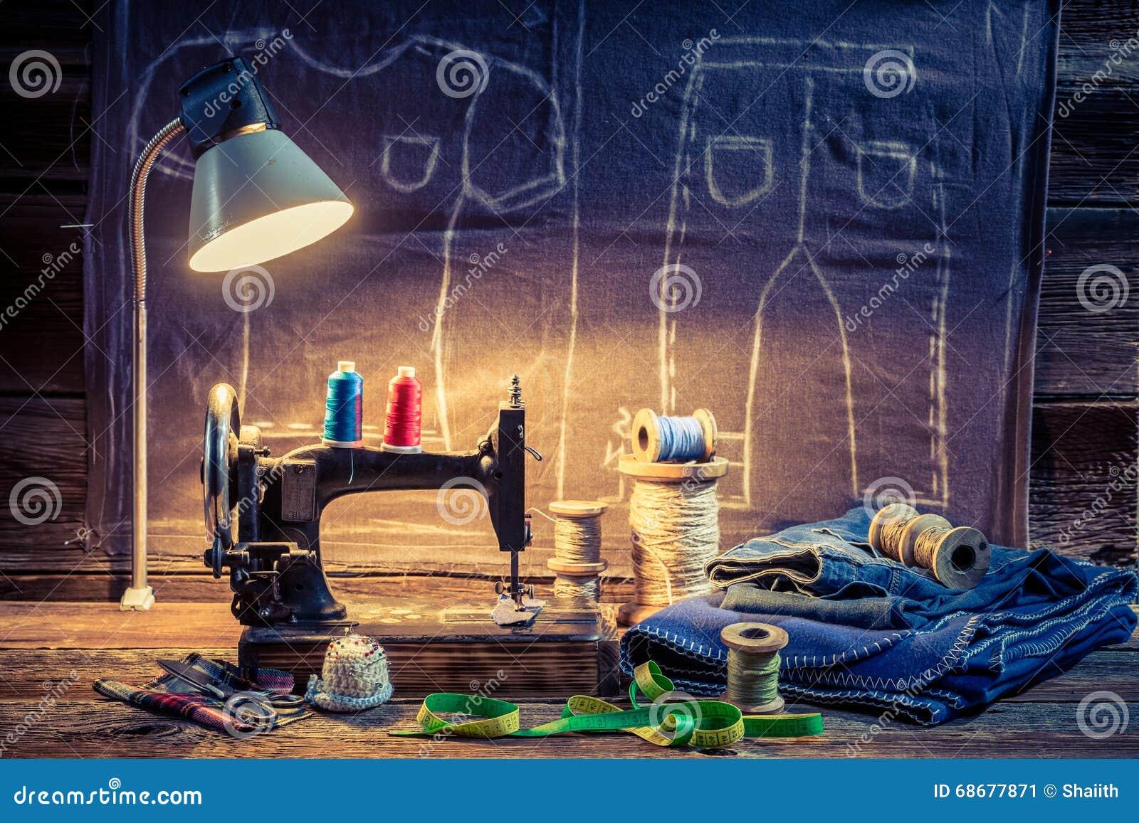 Anpassa seminariet med symaskinen, torkduken och sax