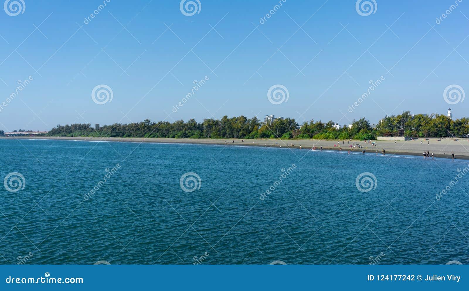 Anping wyrzucać na brzeg panorama widok w Chaiao Tou plaży parku w Anping Ta