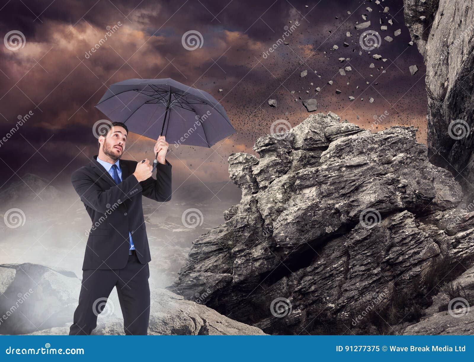 Anseendet för affärsman med paraplyet och mist mot att falla vaggar