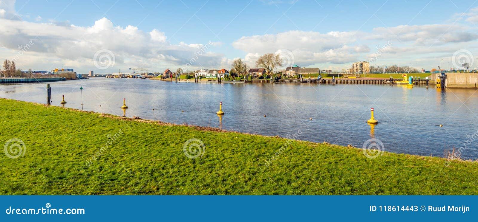 Ansicht über das Hollandse IJssel bei Capelle aan den Ijssel