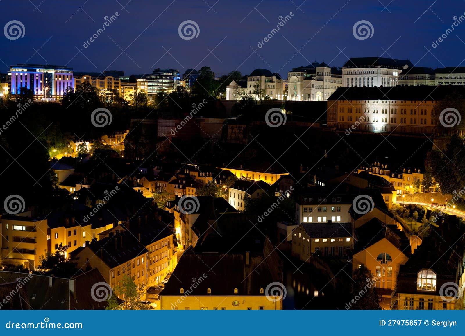 Ansicht über Grund nachts