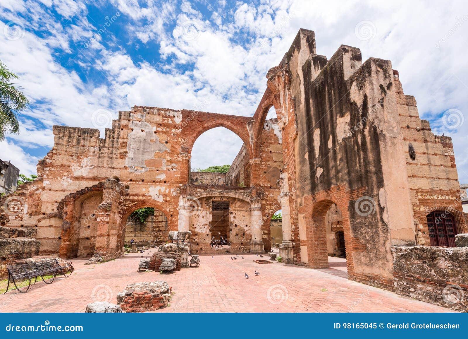 Ansicht über Ruinen des Krankenhauses von St. Nicolas von Bari, Santo Domingo, Dominikanische Republik Kopieren Sie Raum für Text