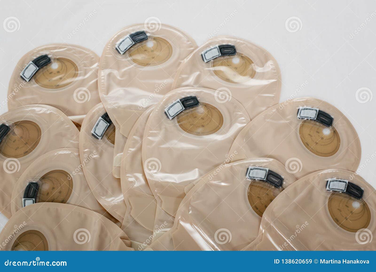 Ansicht über Stomataschen - Versorgungen nach Colostomychirurgie - Bild