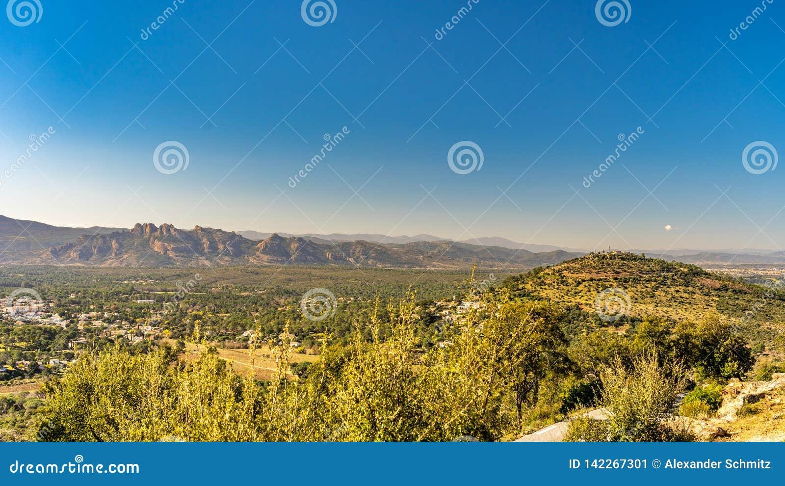 Ansicht über Tal von roquebrune sicheren agens, Cote d Azur, Frankreich