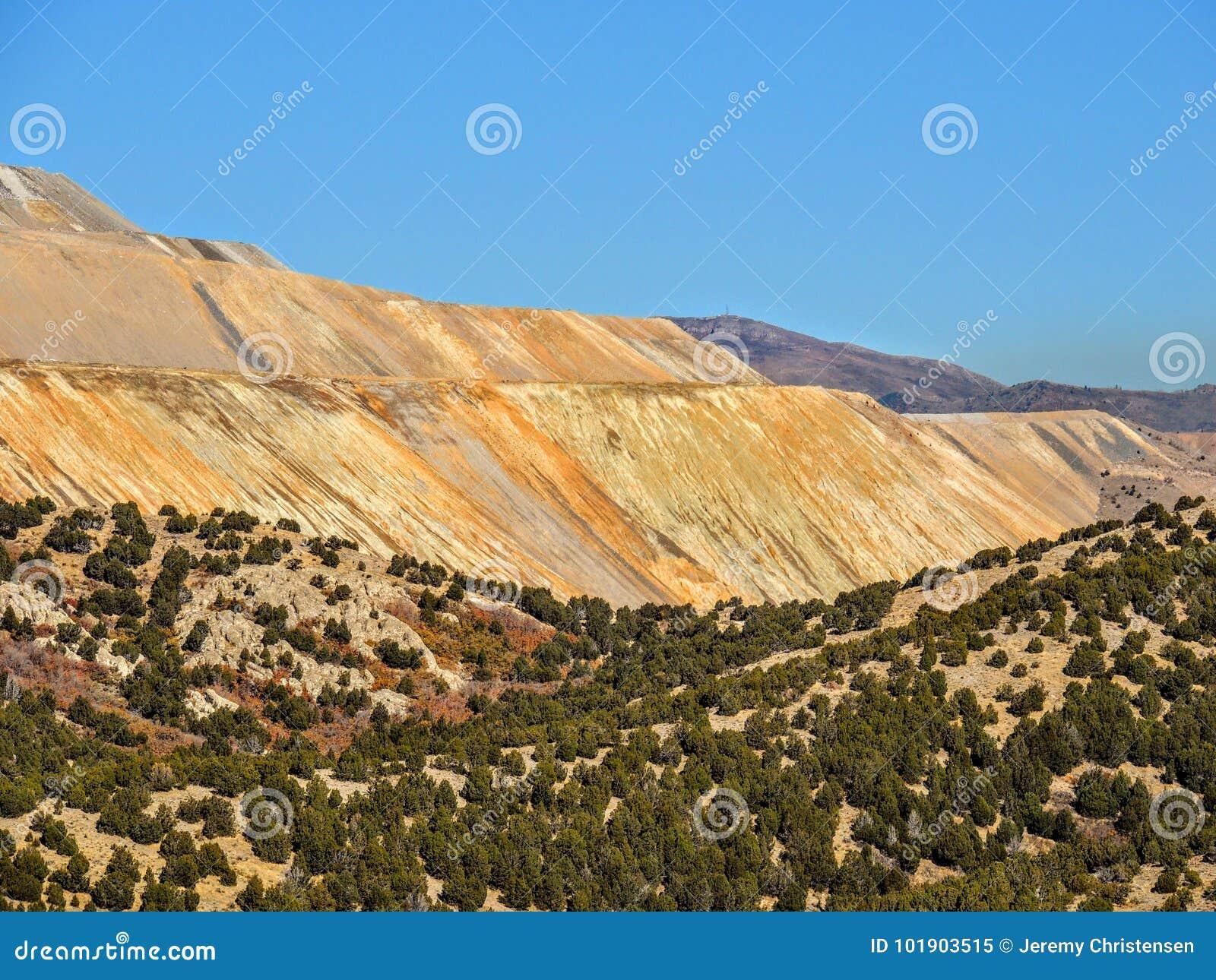 Ansicht Bingham Copper Mine Mountainss in Autumn Fall, der Rose Canyon Yellow Fork wandert, großer Felsen und Waterfork-Schleife