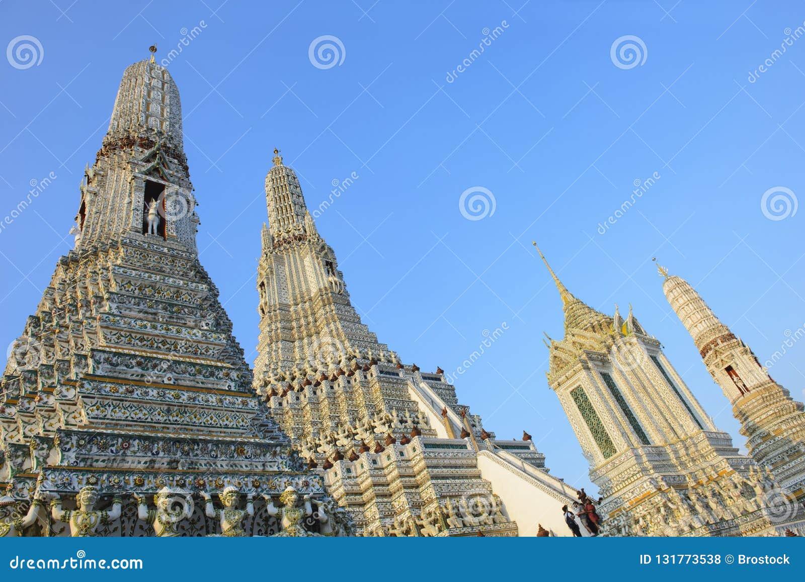 Ansicht der alten Pagode Phra Prang Wat Arun mit Hintergrund des blauen Himmels