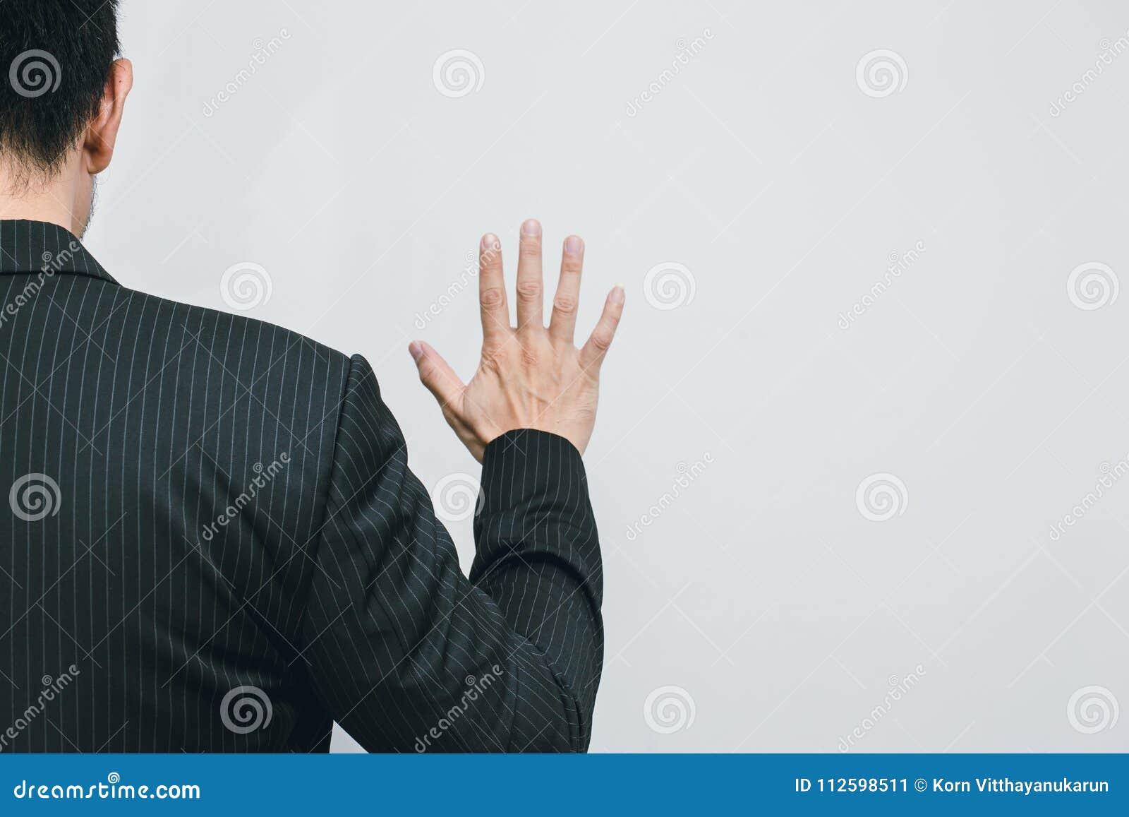 Ansicht der Geschäftsmann-Handshow-Zahl 5 von der Rückseite