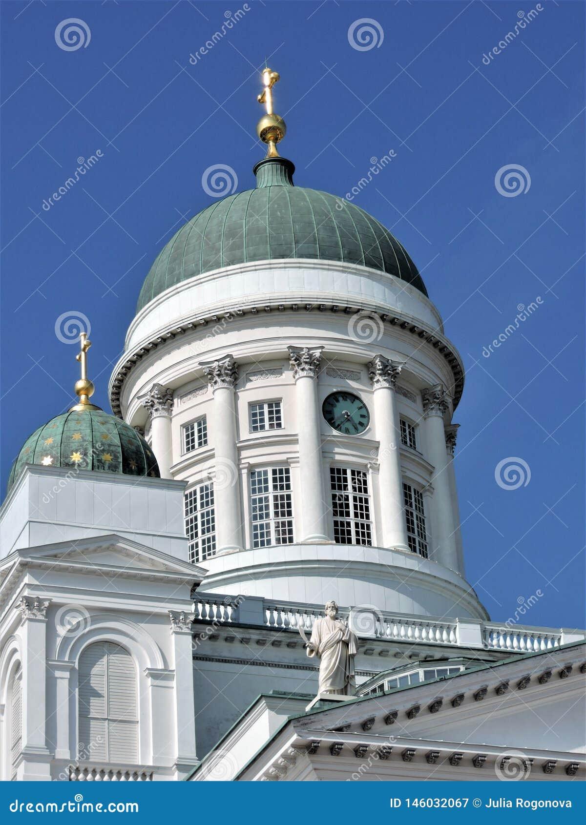 Ansicht der Kathedrale und des blauen Himmels im Sommer Helsinki!