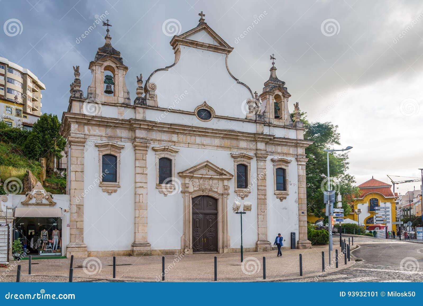 Ansicht an der Kirche von Espirito Santo in Leiria - Portugal