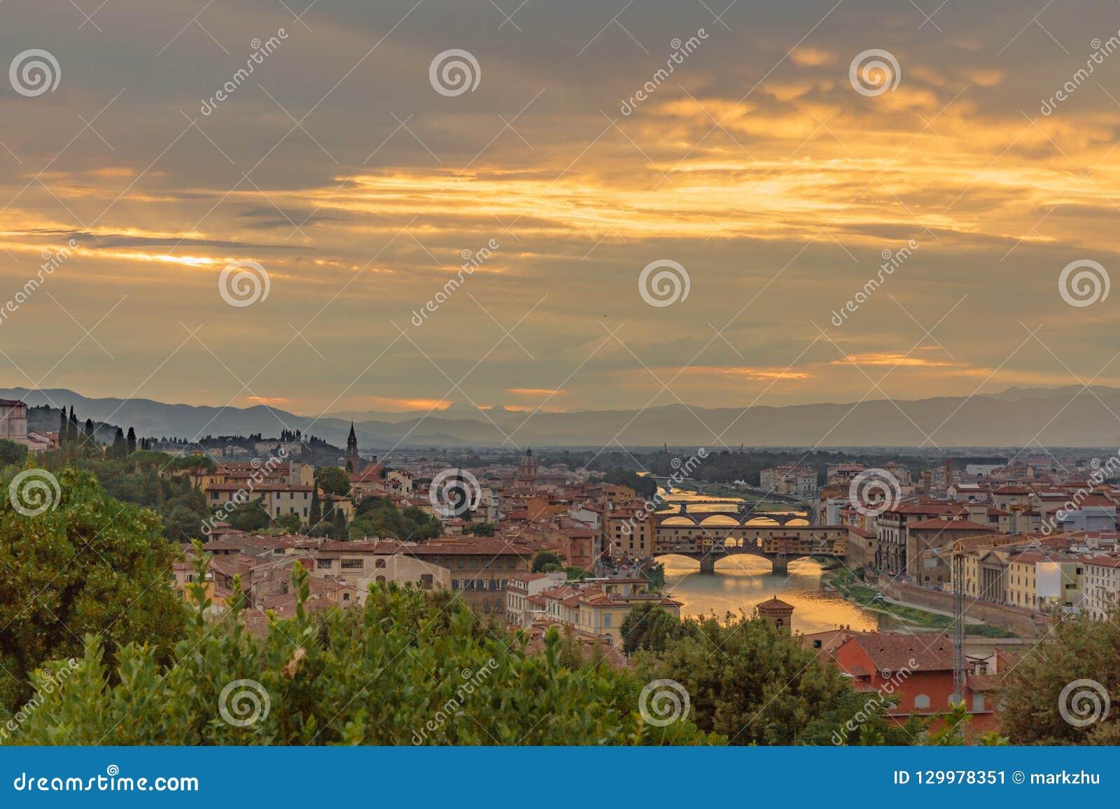 Ansicht der Stadt von Florenz, Italien unter dem Sonnenuntergang, angesehen von PU