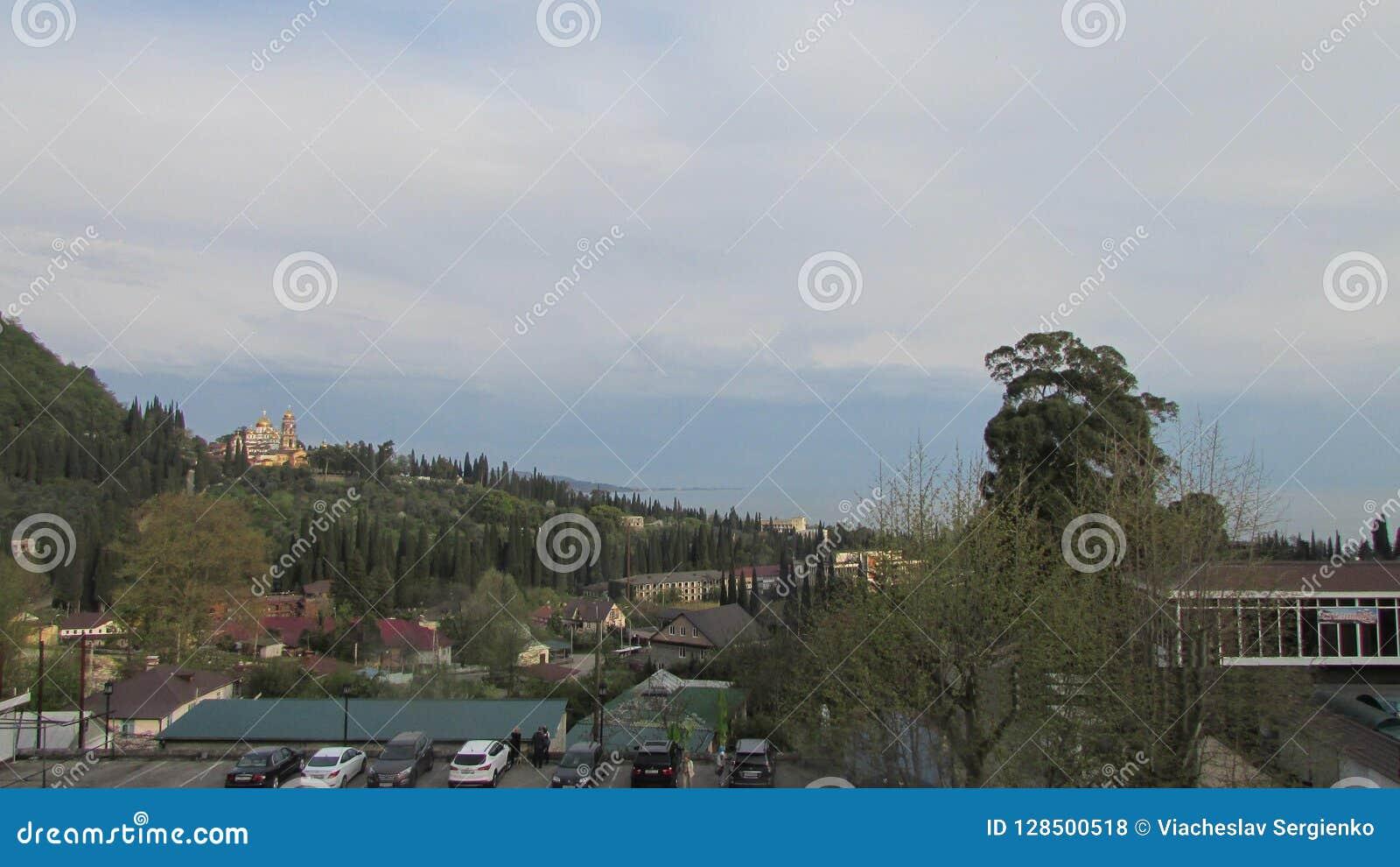 Ansicht der Stadt von neuem Athos vom Berg