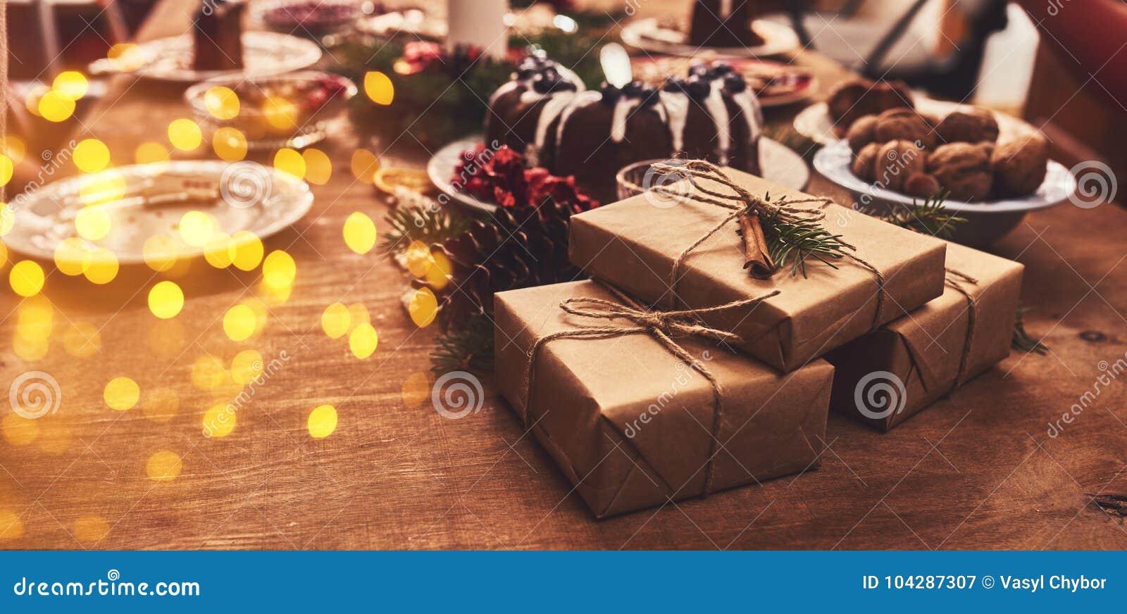 Ansicht der Tabelle diente für Weihnachtsfamilienabendessen Tabellenkonzept