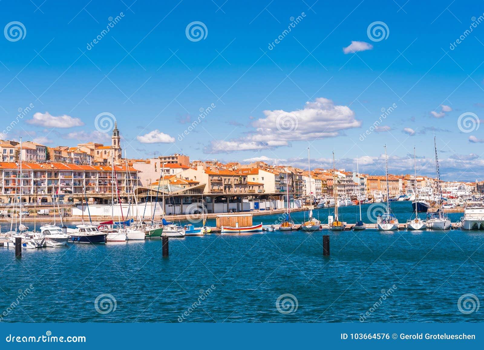 Ansicht des Hafens mit Yachten, Sete, Frankreich Kopieren Sie Raum für Text
