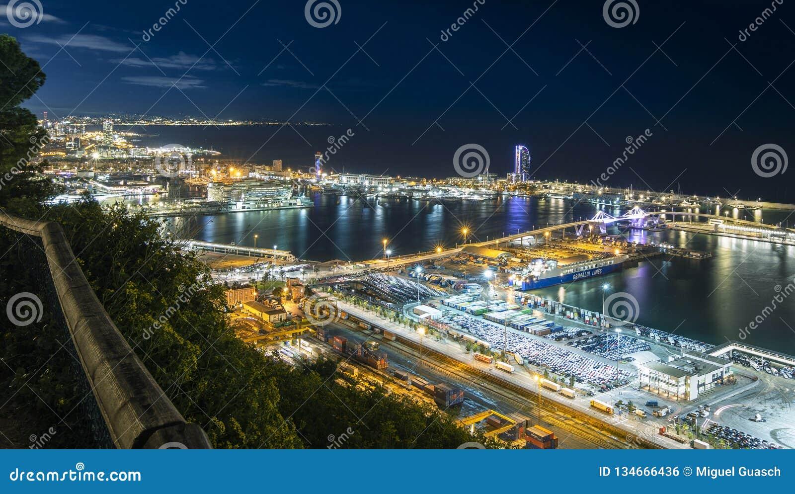 Ansicht des Hafens vom Berg