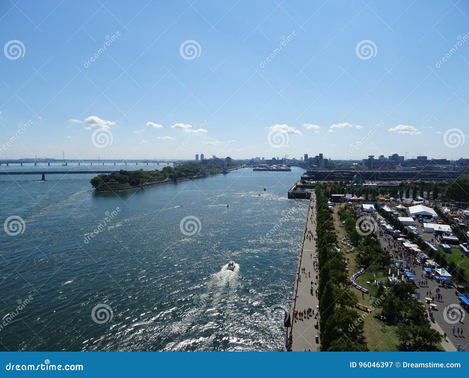 Ansicht des Heiligen Laurent River vom Glockenturm