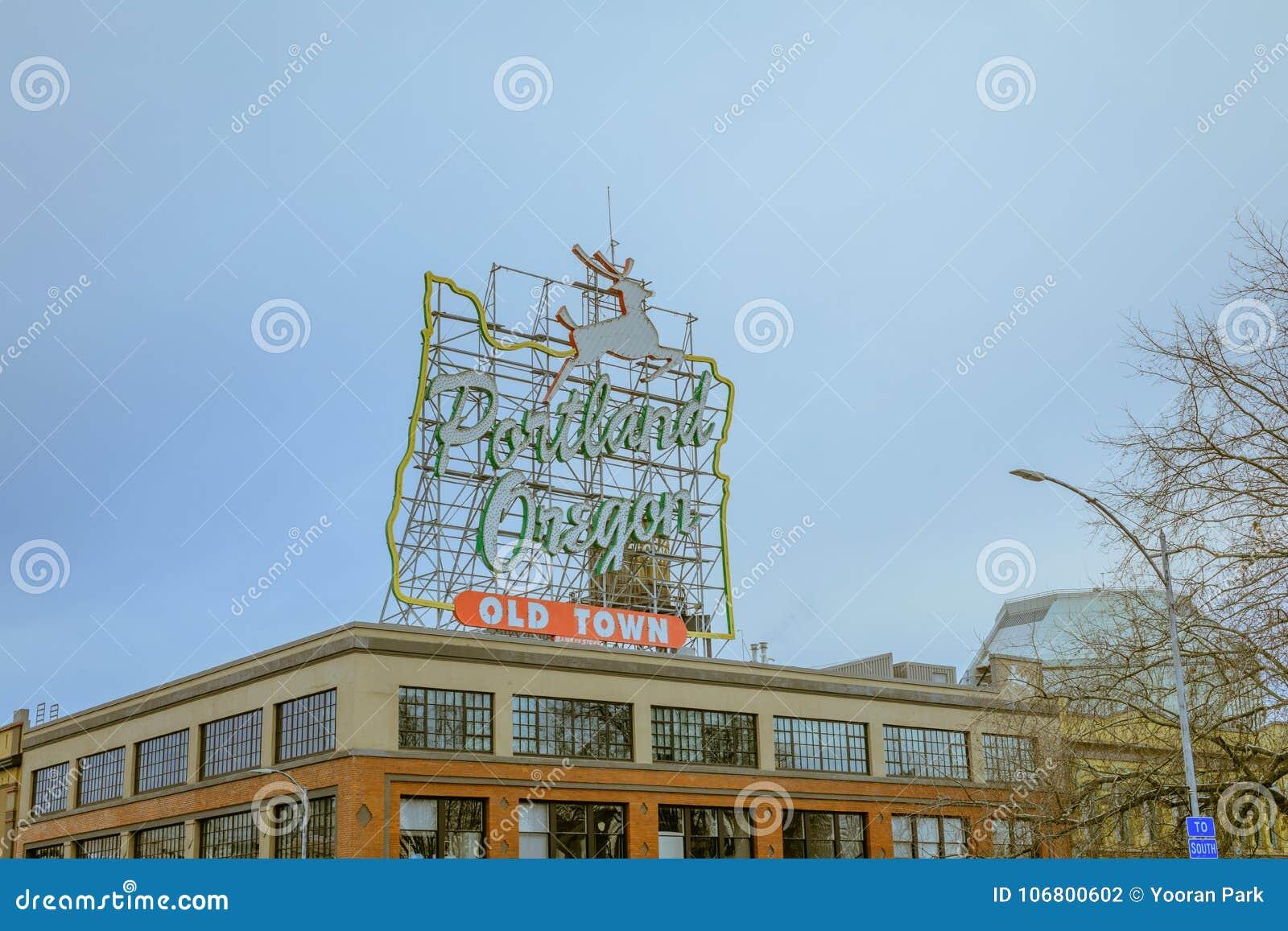 Download Ansicht Des Ikonenhaften Weißen Hirsches, Eine Marksteinleuchtreklame Portland Oder Redaktionelles Stockfotografie - Bild von künstlerisch, rotwild: 106800602