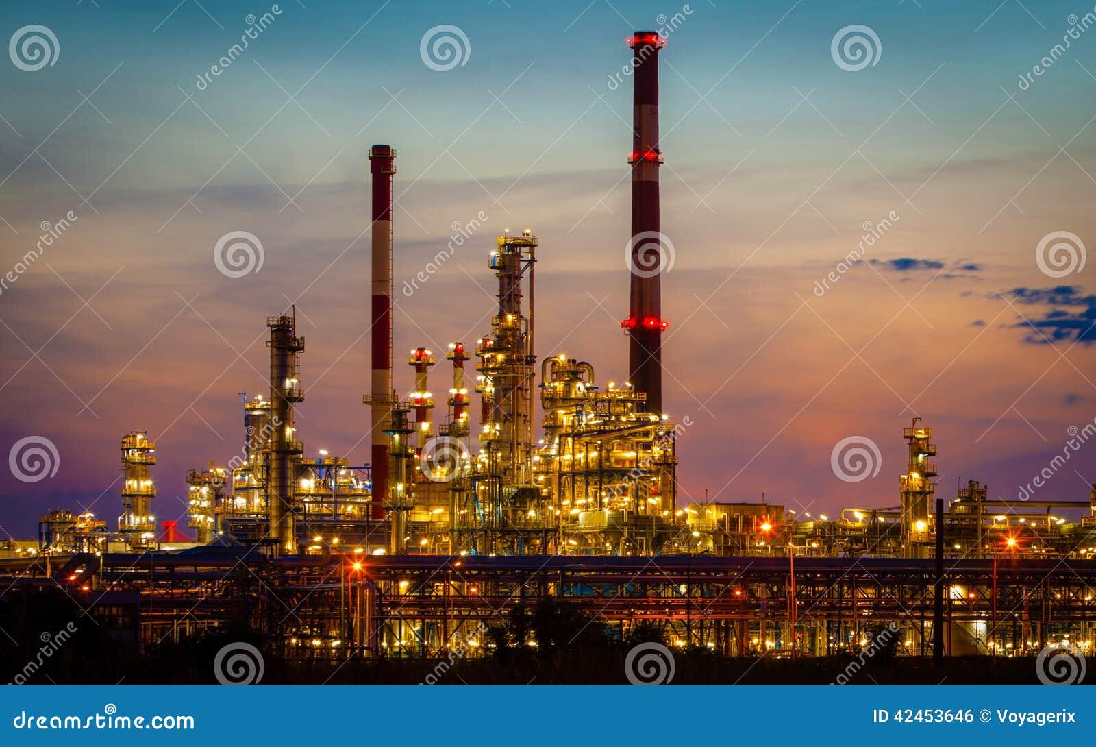 Ansicht des Raffineriepetrochemischen werks in Gdansk, Polen