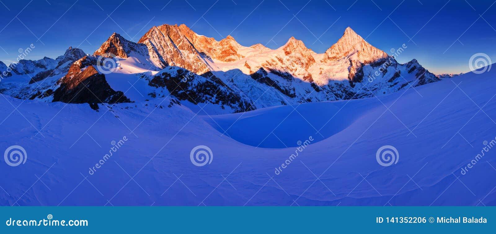 Ansicht des Schnees umfasste Landschaft mit Einbuchtung Blanche-Bergen und Weisshorn-Berg in den Schweizer Alpen nahe Zermatt Pan