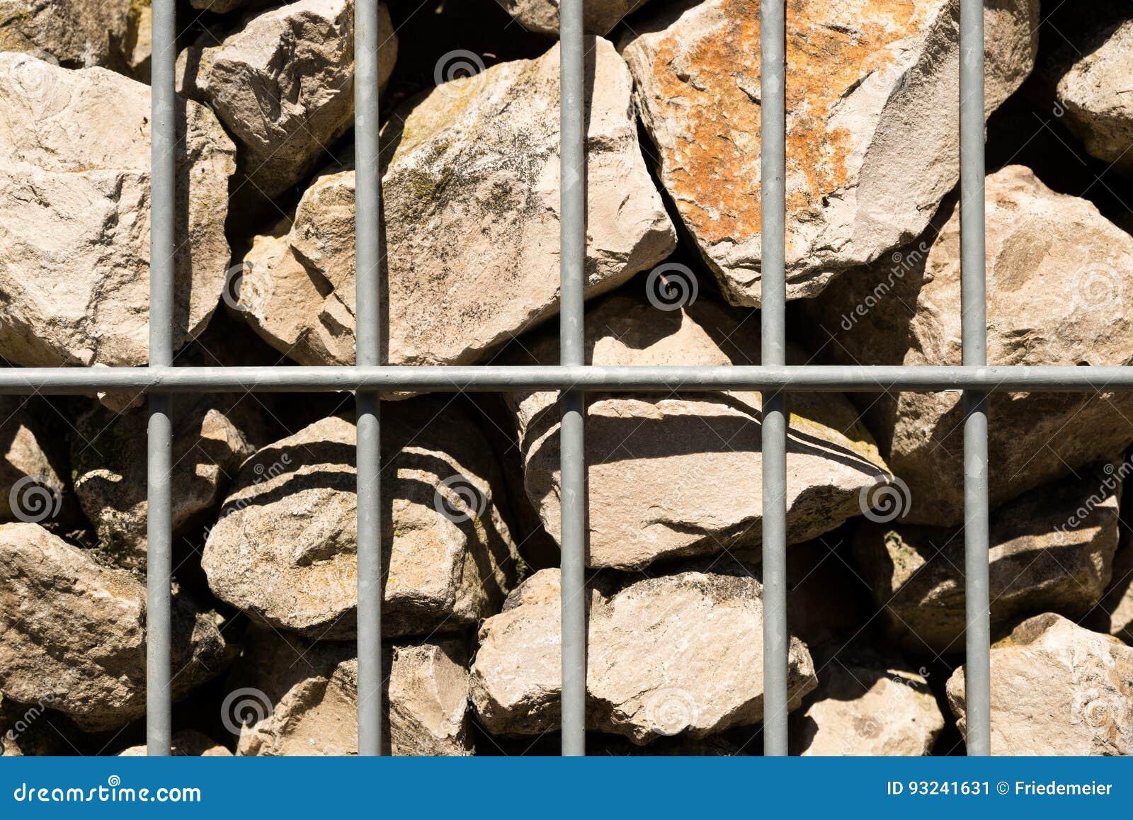 Ansicht Eines Metallkafigs Fur Steine Stockbild Bild Von Zaun
