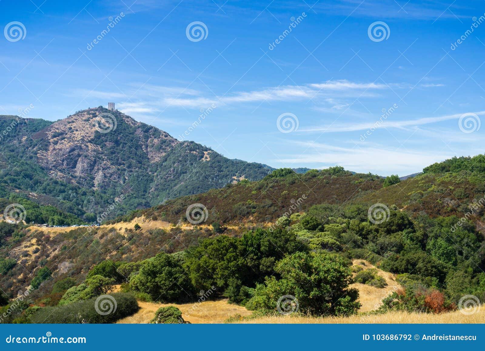 Ansicht in Richtung zum Berg Umunhum vom kahlen Berg