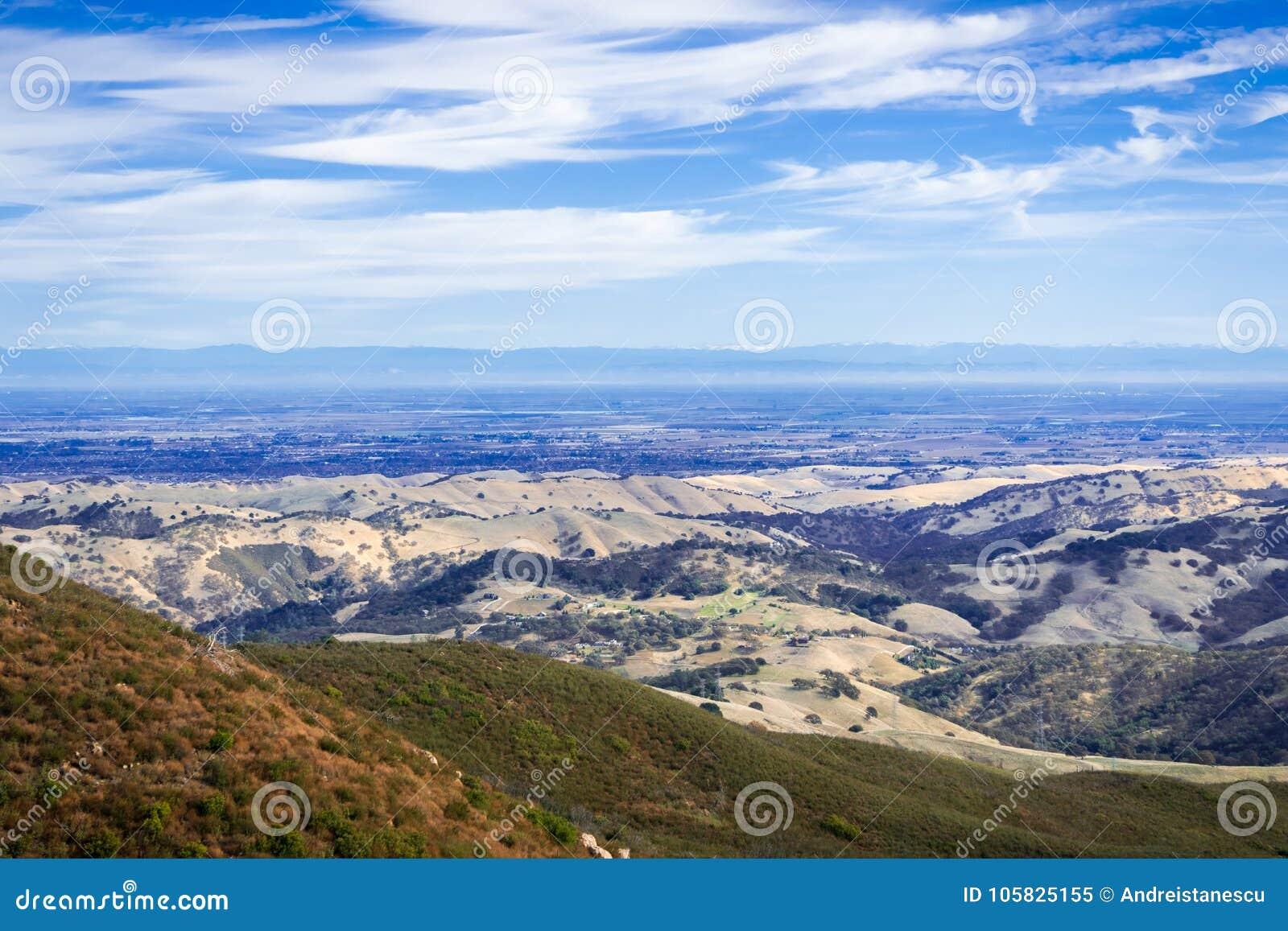 Ansicht in Richtung zum Tal, das Stockton umgibt; Sierra Berge im Hintergrund
