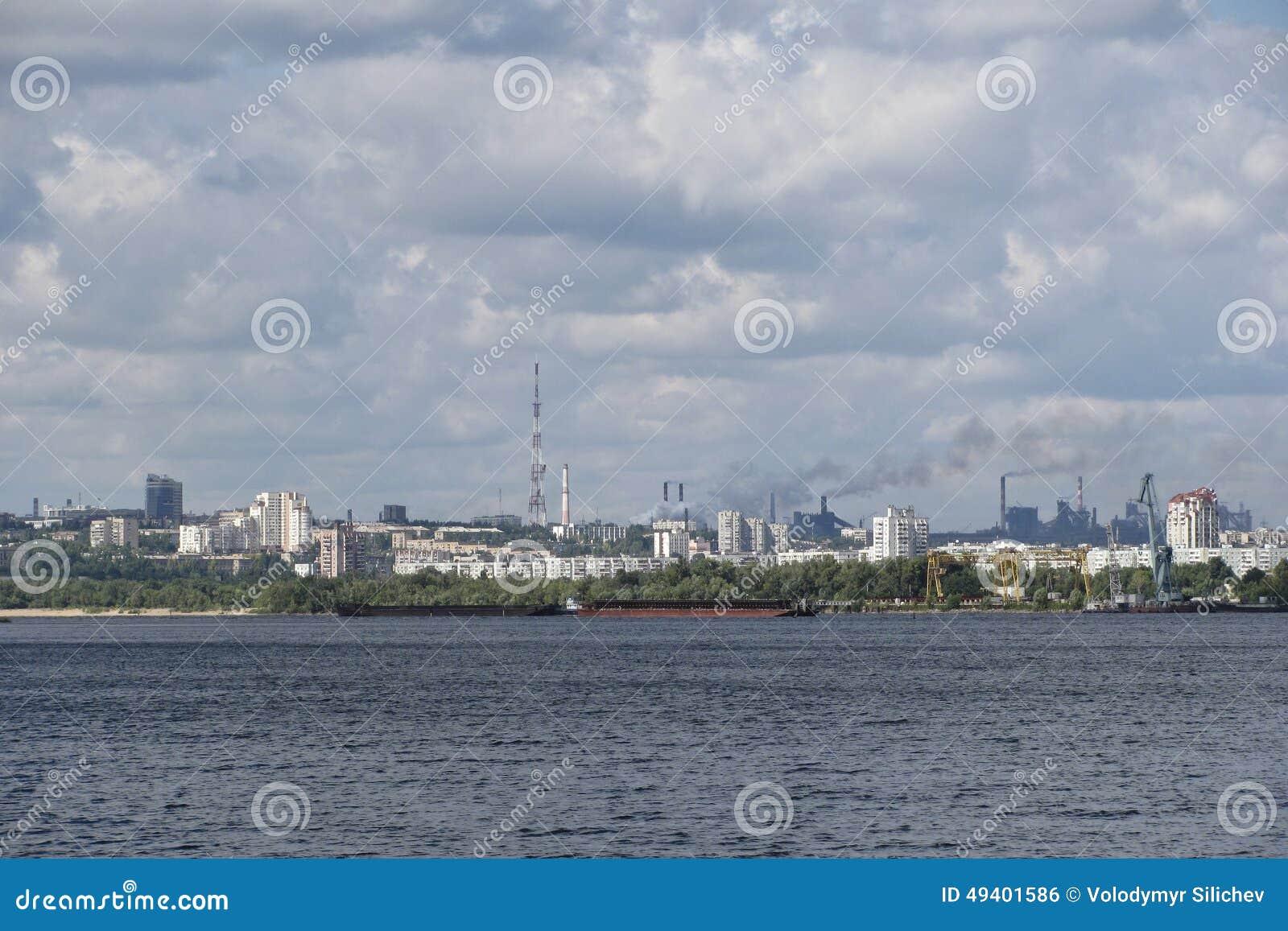 Download Ansicht Vom Fluss Auf Einer Großen Industriestadt Stockfoto - Bild von betrieb, stadt: 49401586