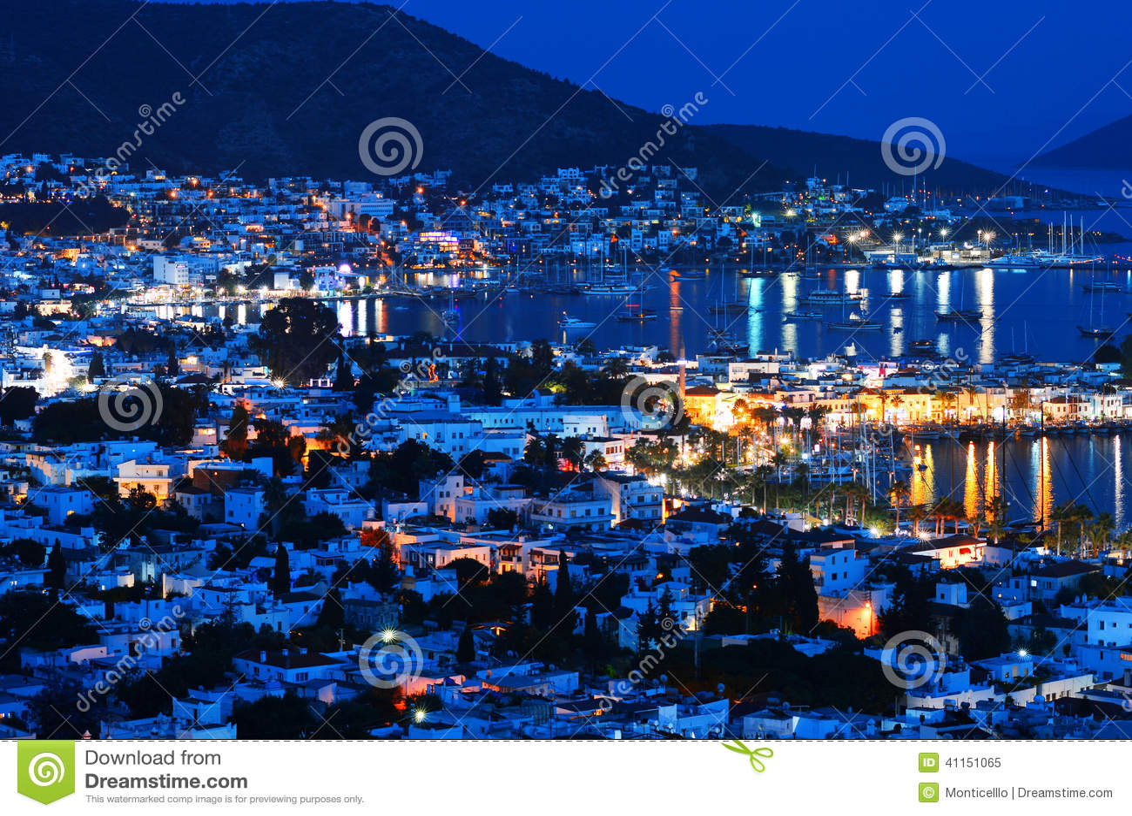 Ansicht von Bodrum-Hafen bis zum Nacht Das Türkische Riviera