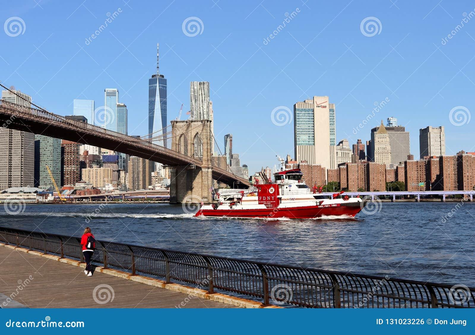 Ansicht von Brooklyn-Brücken-und Lower Manhattan-Skylinen Oktober 2018