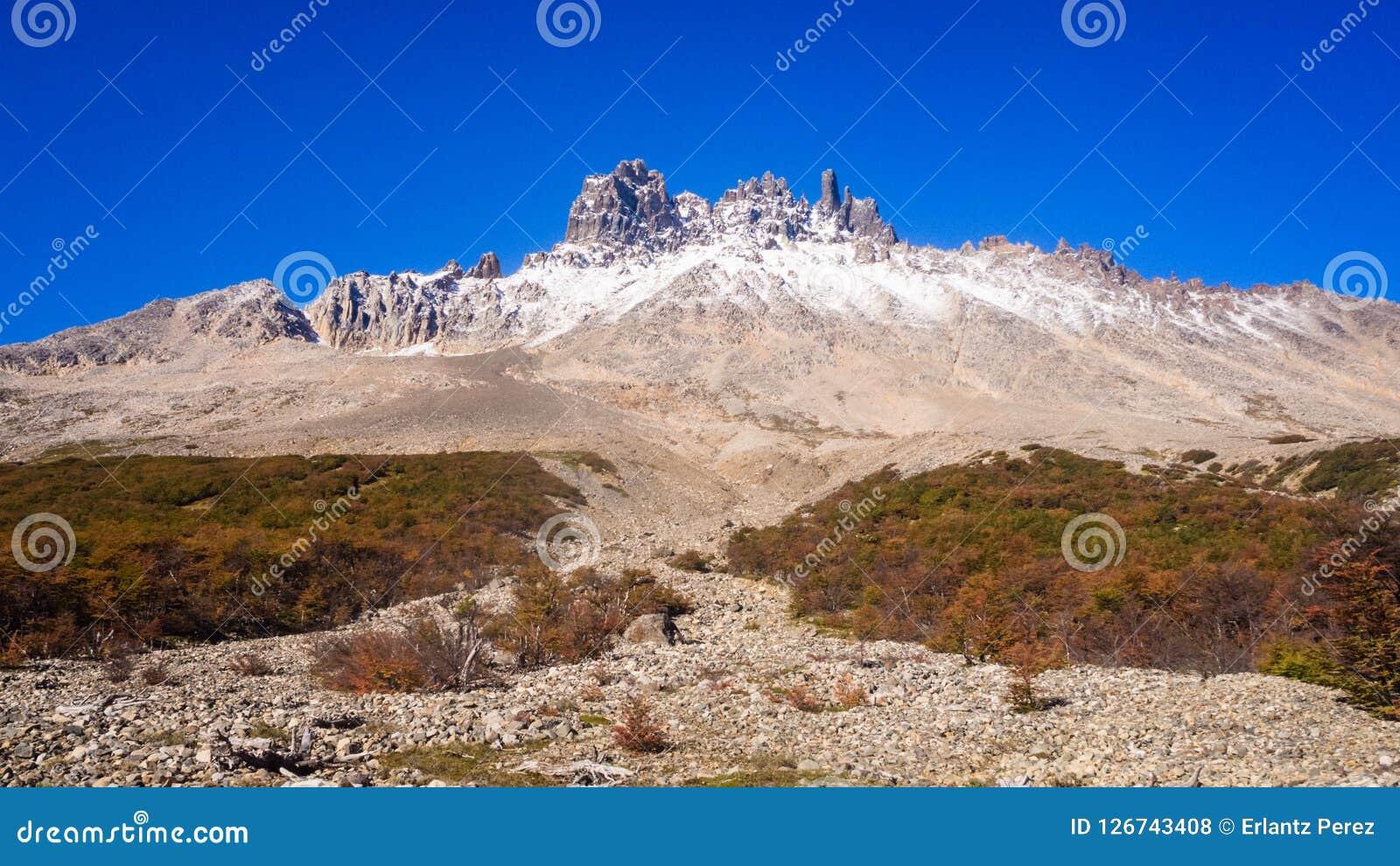 Ansicht von Cerro Castillo in Carretera austral im Paprika - Patagonia