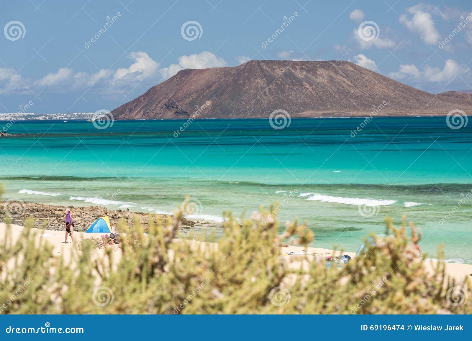 Ansicht Von Lobos-Insel Vom Strand In Corralejo, Fuerteventura ...