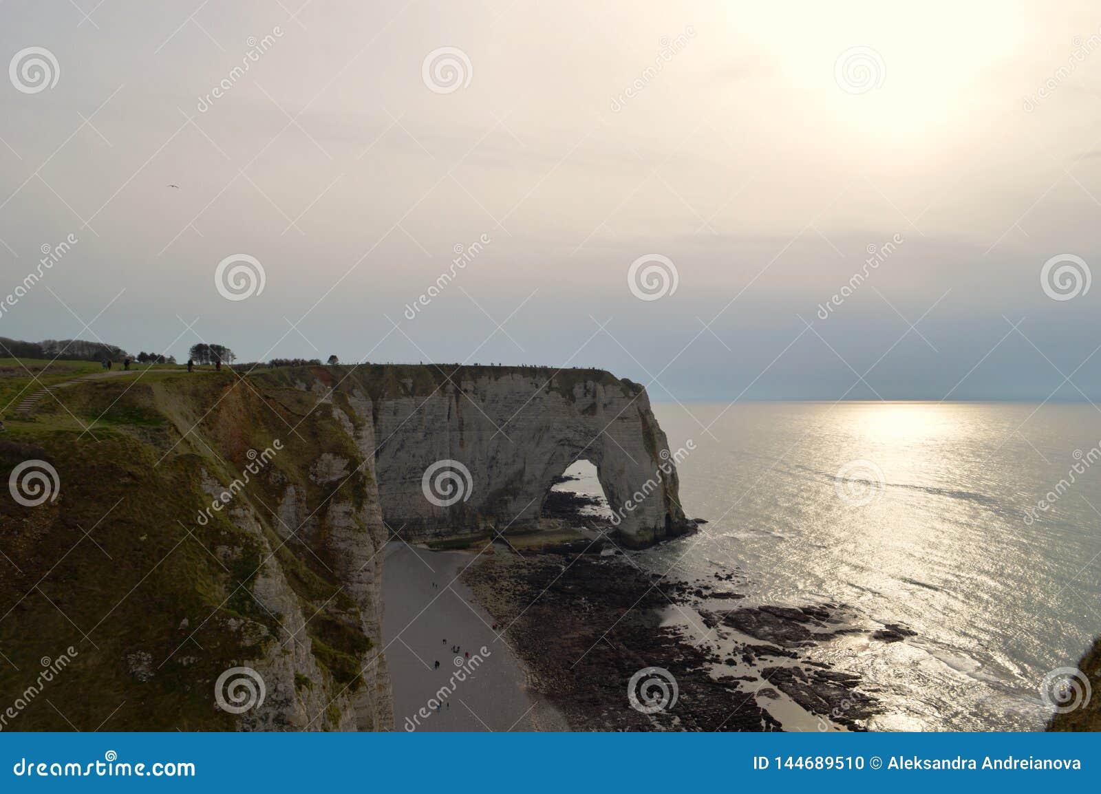 Ansicht von Normandies Klippen Etretat - Sonnenuntergang Natur, Ozean, Felsen und Himmel