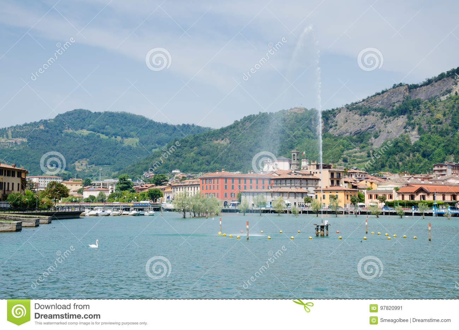 Ansicht von Sarnico vom See Iseo