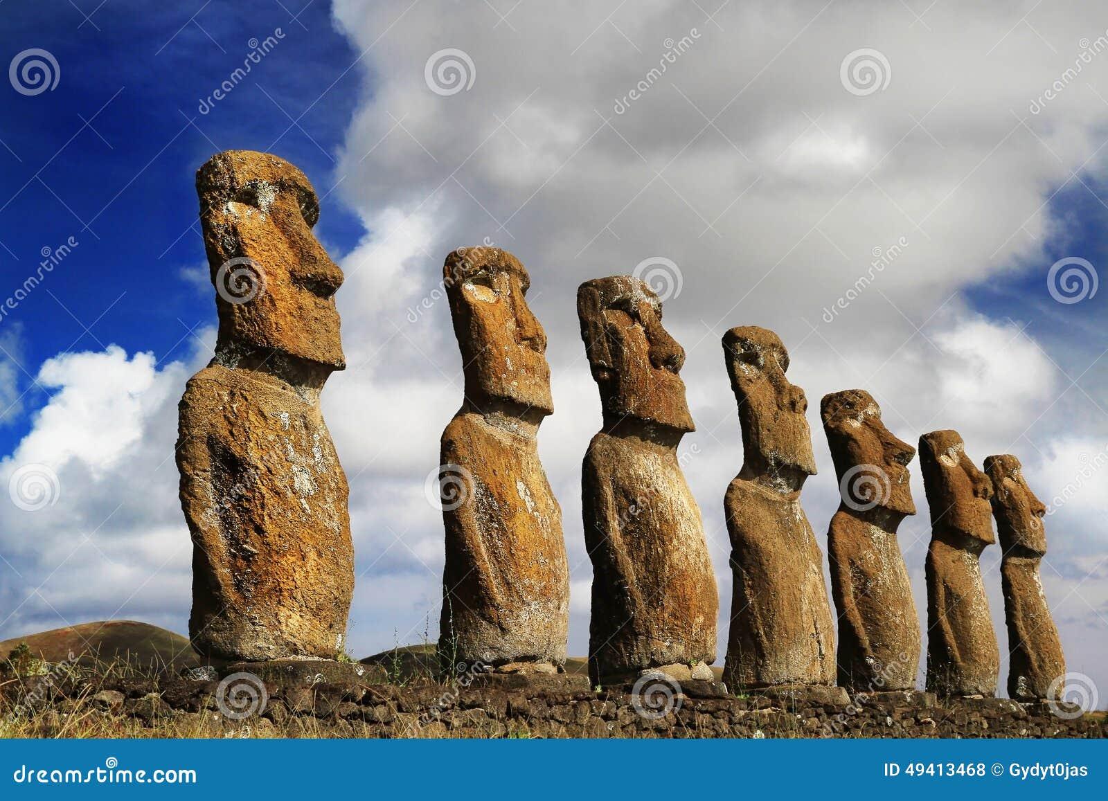 Download Ansicht Von Sieben Ahu Akivi Moai Stockfoto - Bild von eingebürgert, plattform: 49413468