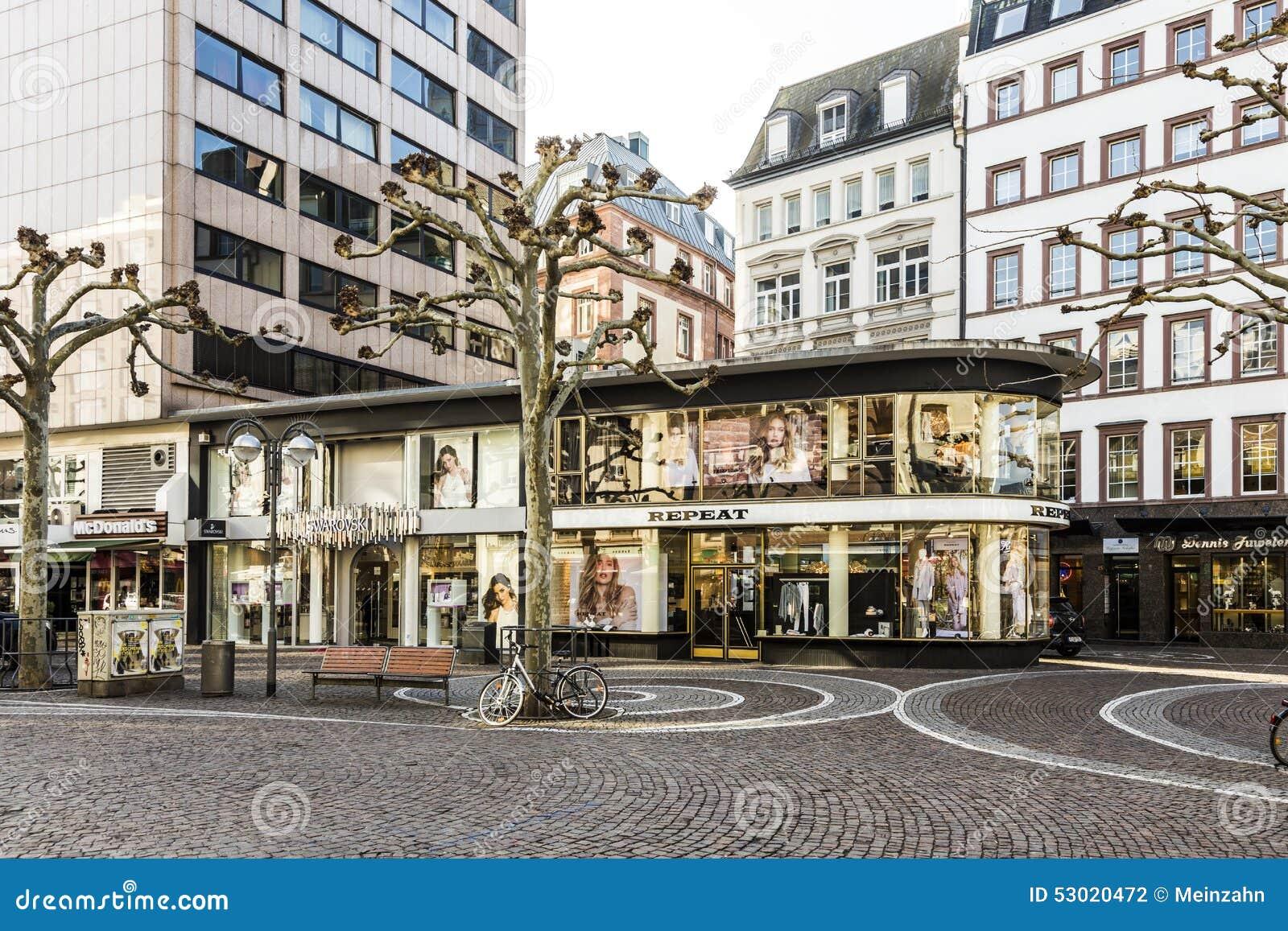Morgen Frankfurt ansicht zeil am frühen morgen in frankfurt redaktionelles