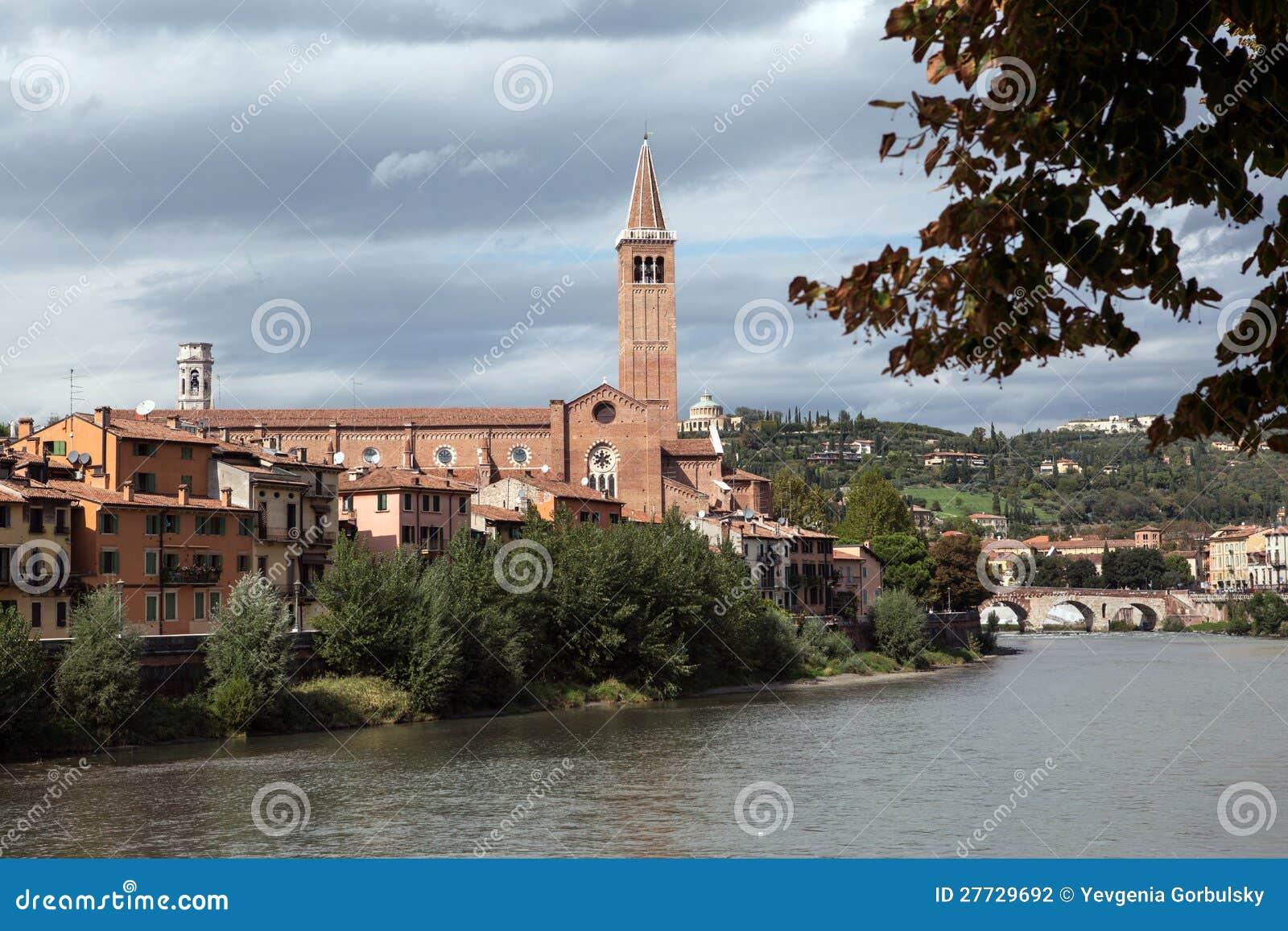 Ansicht zum Fluss in Verona