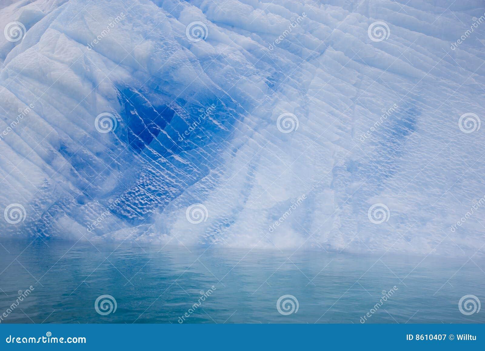Antarctic błękit góra lodowa