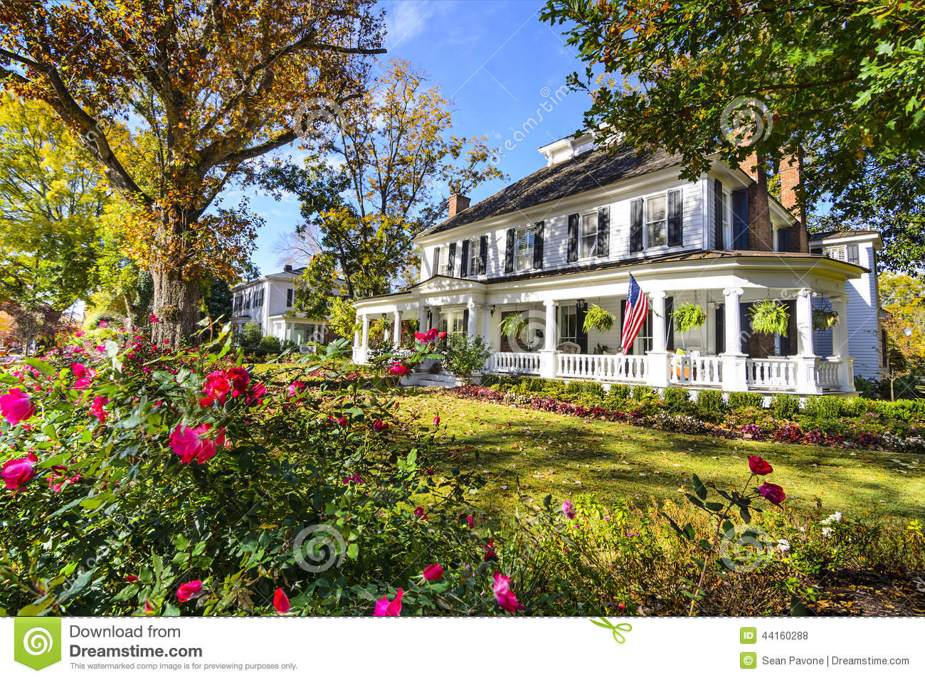 Antebellum neighborhood in madison georgia stock photo for Usa home builders