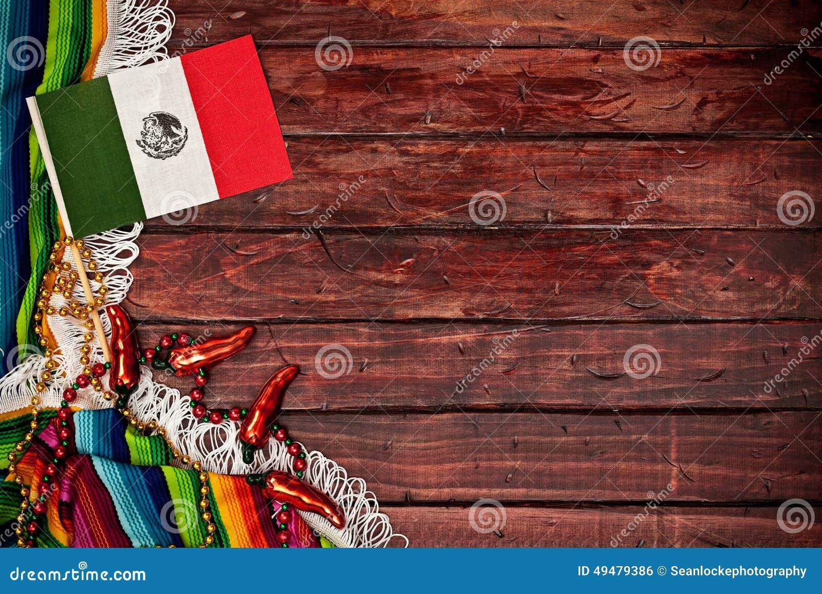 Antecedentes: Bandera Mexicana En Fondo De Madera Foto De