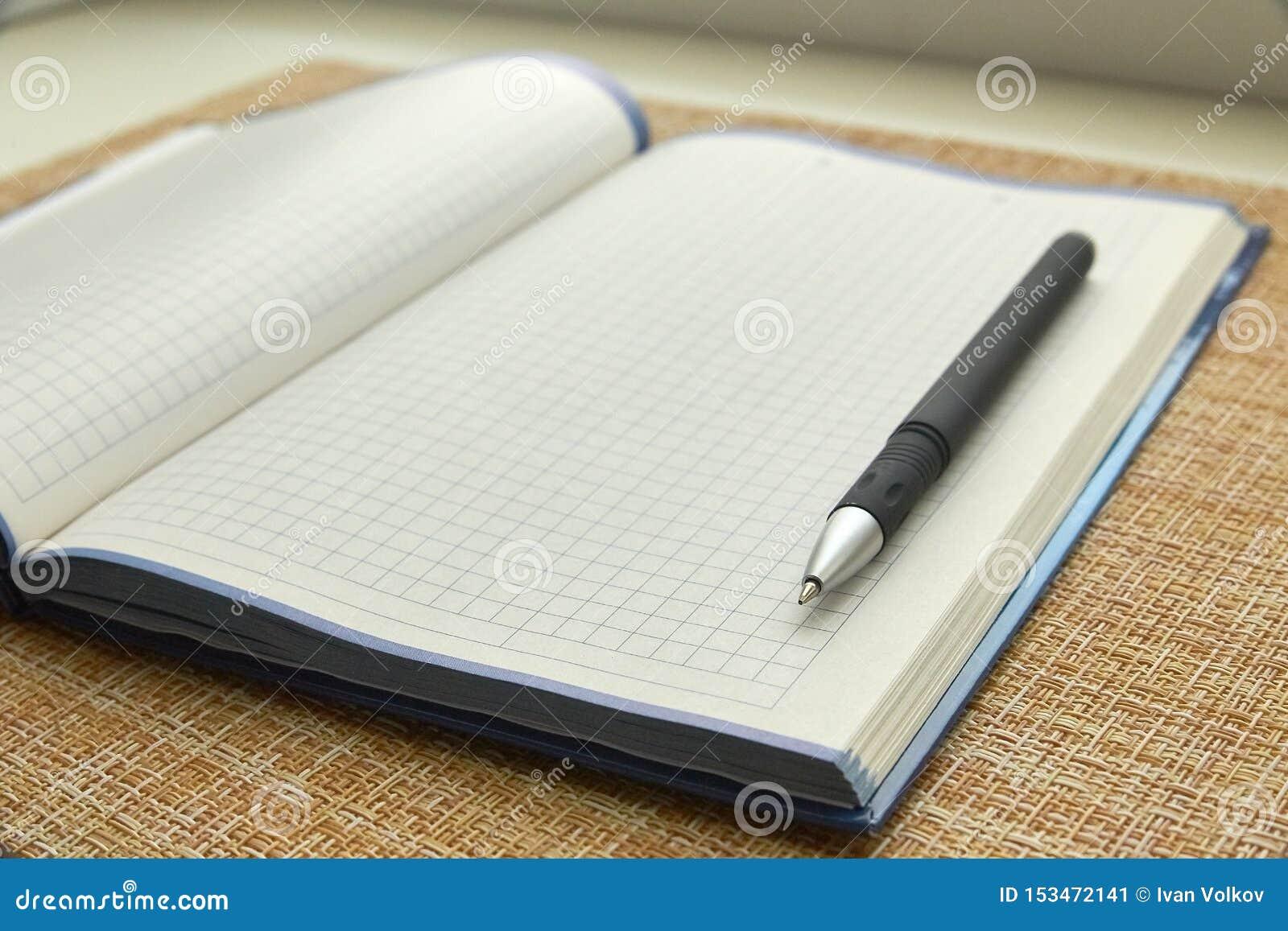 Anteckningsboken och skrivar ark f?r blankt papper Aff?r kontor