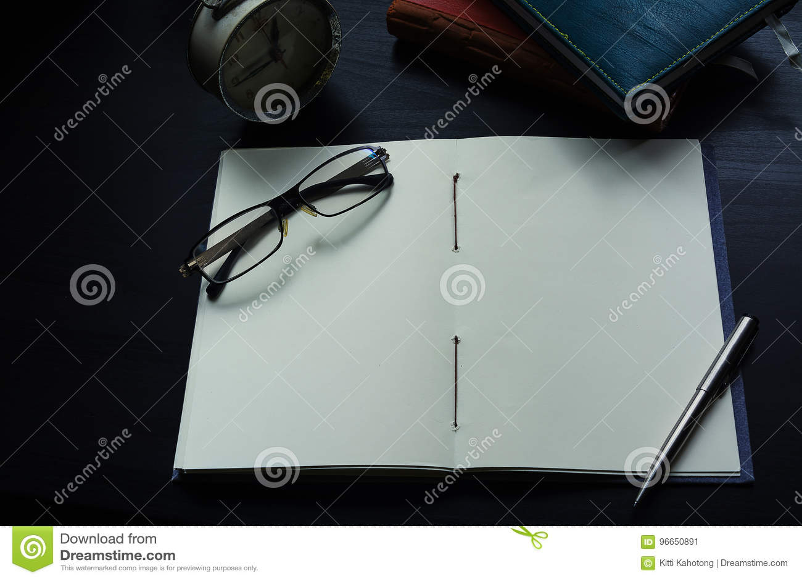 Anteckningsboken på skrivbordet, tömmer utrymme på anteckningsboken för Enter text