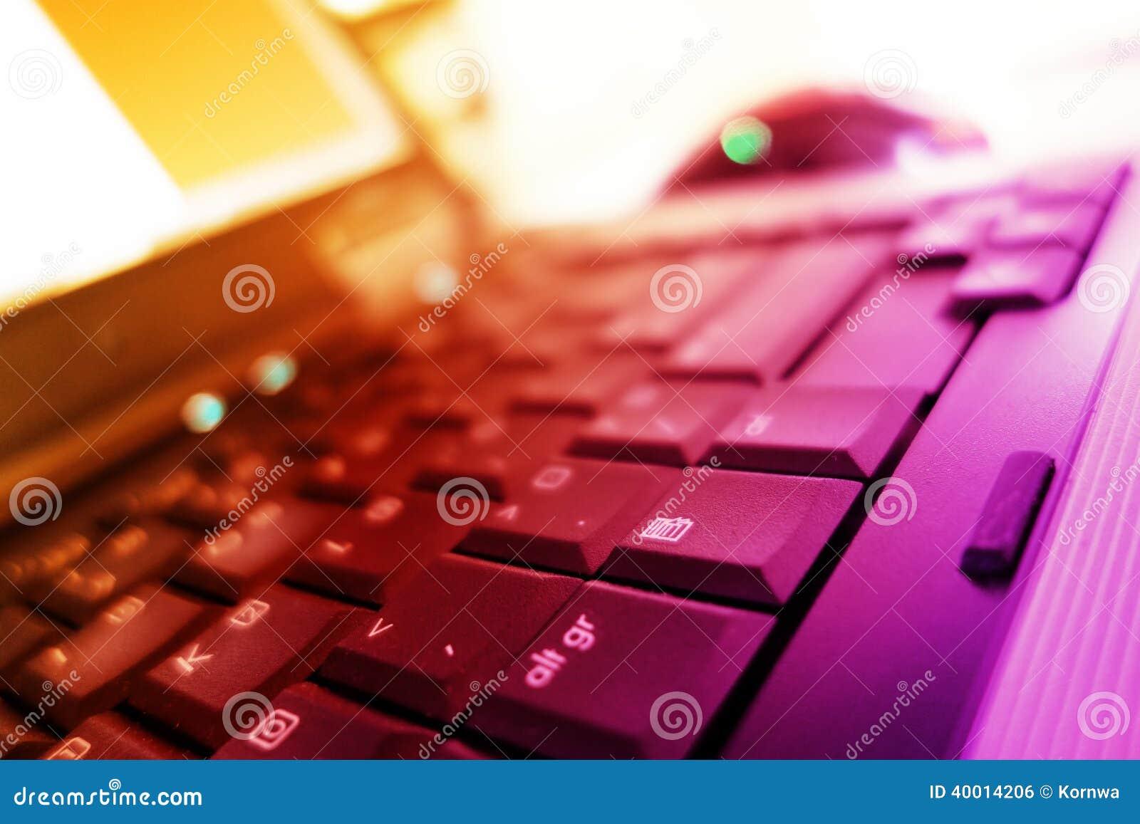 Anteckningsboktangentbord i varma färger
