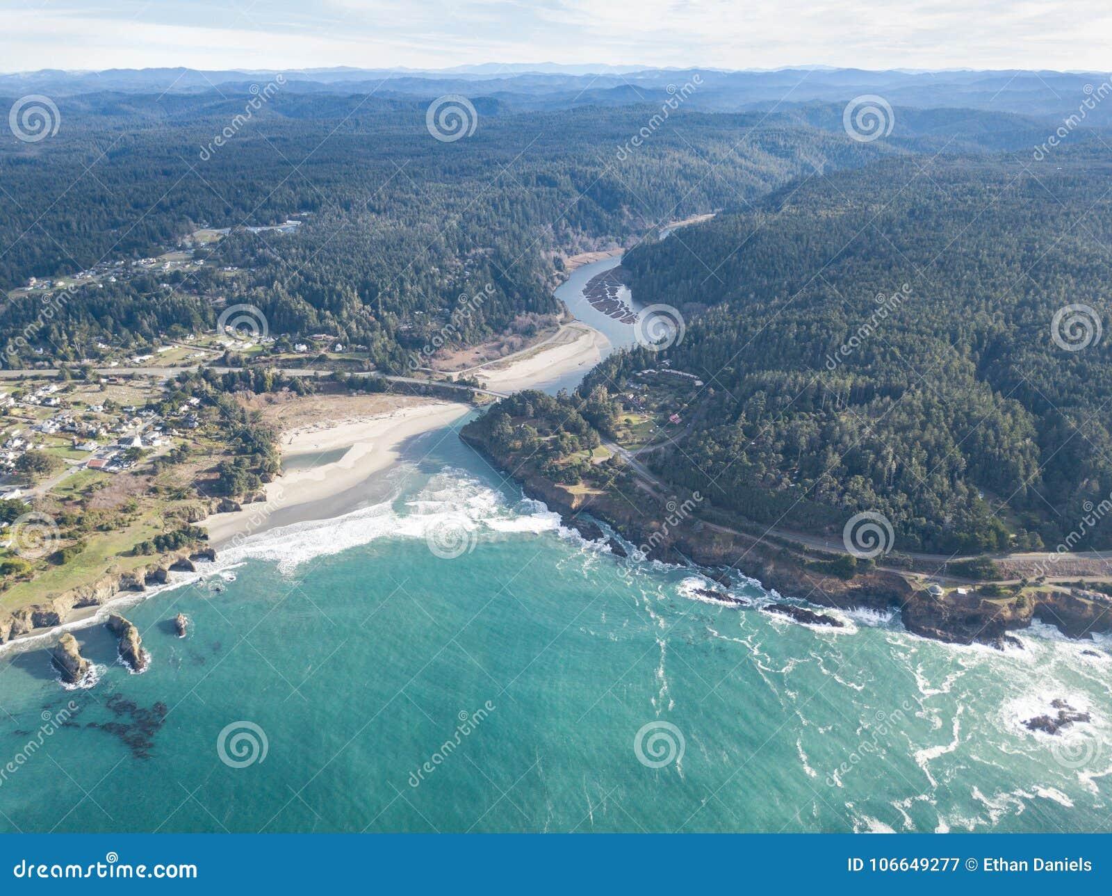 Antena da costa bonita de Mendocino em Califórnia do norte